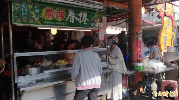 虎尾中正路廣香春捲賣了40幾年,是虎尾街頭傳香的好味道。(記者廖淑玲攝)