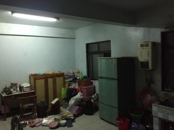 楊姓民宅的熱水器裝設在廚房內。(記者張勳騰翻攝)