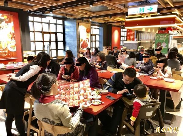 台北年菜試吃。(記者黃旭磊攝)