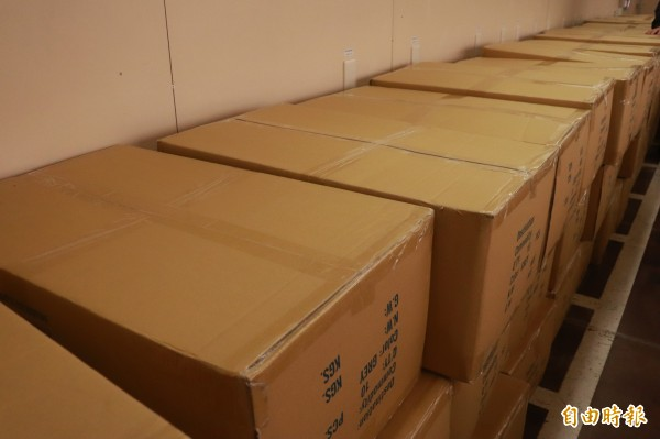 花蓮震災,慈濟載運毛毯2000件、圍巾2000條等援助物資至花蓮。(記者林敬倫攝)