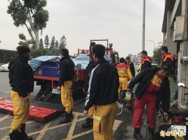 嘉義市特搜隊整備人命救援器材如生命探測器、聲納探測器、頂舉器材組等。(記者丁偉杰攝)