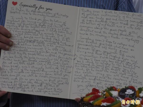 尼克特地寫了感謝信給台東馬偕醫院醫護人員。(記者王秀亭攝)