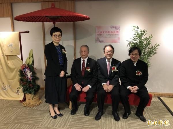 日本駐台代表沼田幹夫(右2)。(資料照)