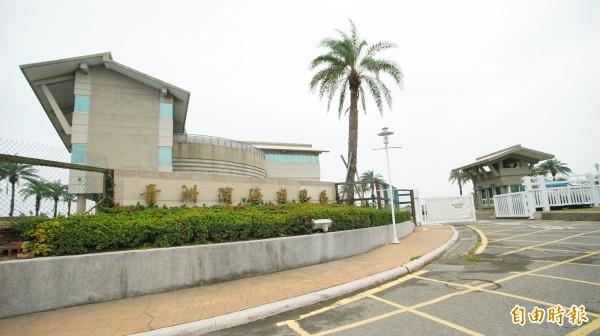 青洲濱海遊憩區已不再對在地人收門票。(記者陳彥廷攝)