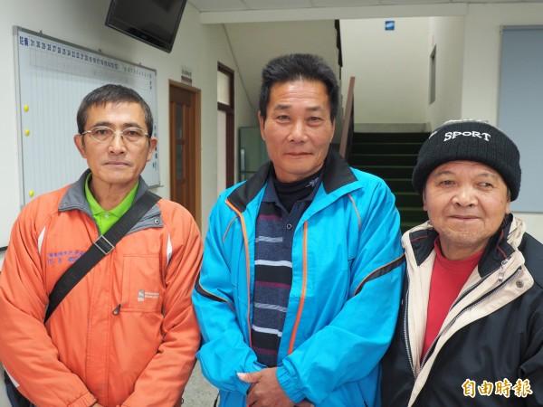 海端鄉代會罷免主席案,有胡金至(左起)、張榮進、胡天國等3名代表出席。(記者王秀亭攝)