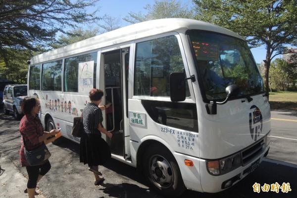 台東公車春節配合台鐵到站時間加開接駁班次。(記者張存薇攝)
