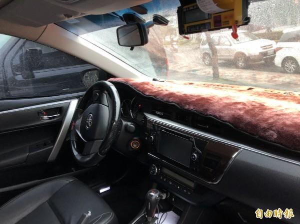 車行總經理戴賢金說,多元計程車的價格雖然與一般小黃收費差不多,卻具備車輛高級、有隱私、內附手機充電、無線網路等優勢。(記者王駿杰攝)
