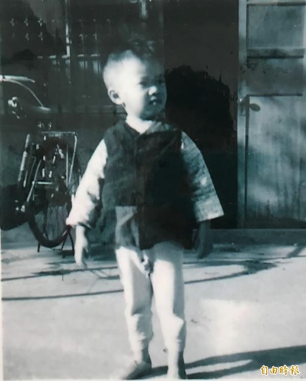 當年的小朋友穿的褲子,直接在褲檔弄個洞方便上廁所。,(記者李忠憲攝)