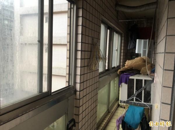 涂姓女子在住處泡澡時,緊閉陽台窗戶,導致熱水器燃燒不完全,屋內產生過多一氧化碳,不幸中毒身亡。(記者林嘉東攝)