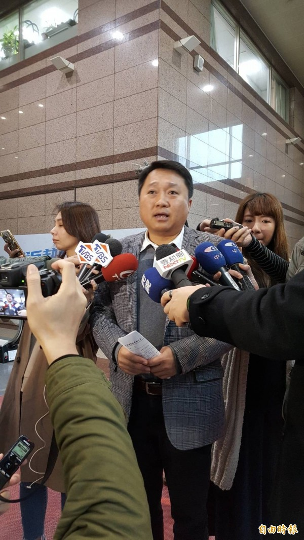 國民黨組發會主委李哲華上午宣布台中市長提名人選由立委盧秀燕勝出。(記者施曉光攝)