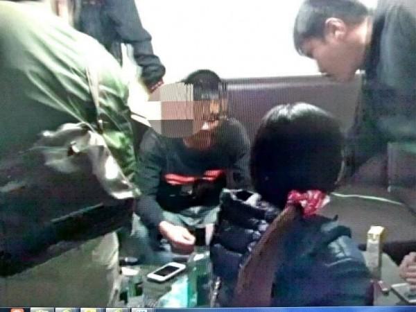 柯姓男子以檳榔攤為掩護,私下販售毒品牟利。(記者黃佳琳翻攝)
