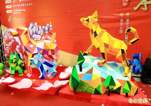中台灣元宵燈會兩座主燈分別為「福旺中台」(右)、「祥旺花都」。(記者張菁雅攝)