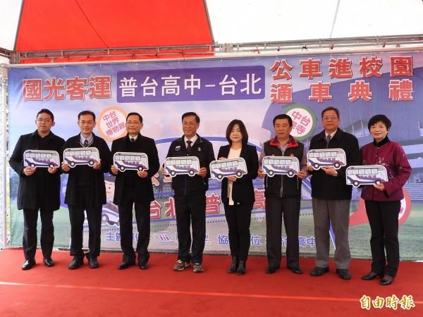 國光客運開辦台北普台高中校園班車,兼顧教育、觀光產業需求。(記者佟振國攝)