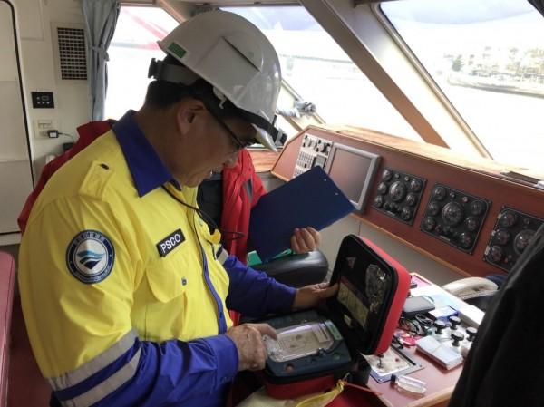航港局抽查123艘固定、非固定航線客船,確保春節期間航安無虞。(航港局提供)