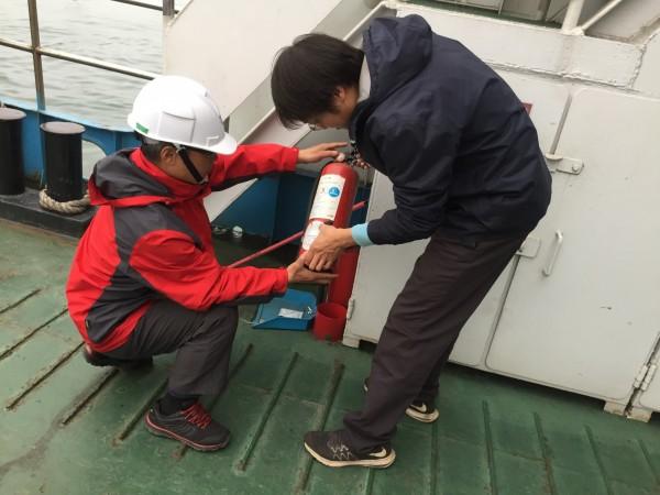 為維護民眾返鄉安全,交通部航港局日前進行為期4天「春節前強化客船航安抽查」作業,共抽查全台123艘客船。(航港局提供)