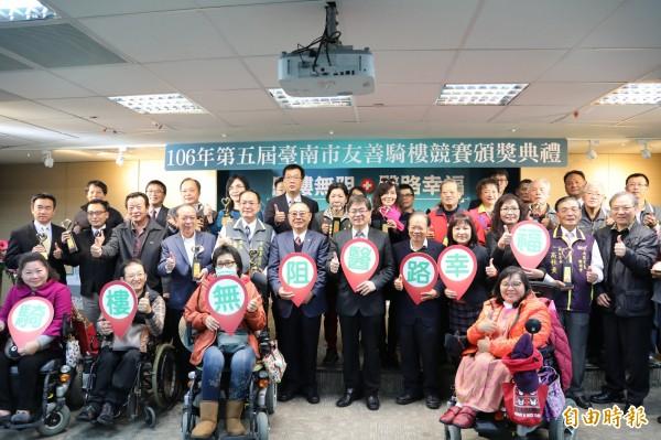 台南市政府今日舉辦友善騎樓競賽頒獎典禮。(記者洪瑞琴攝)