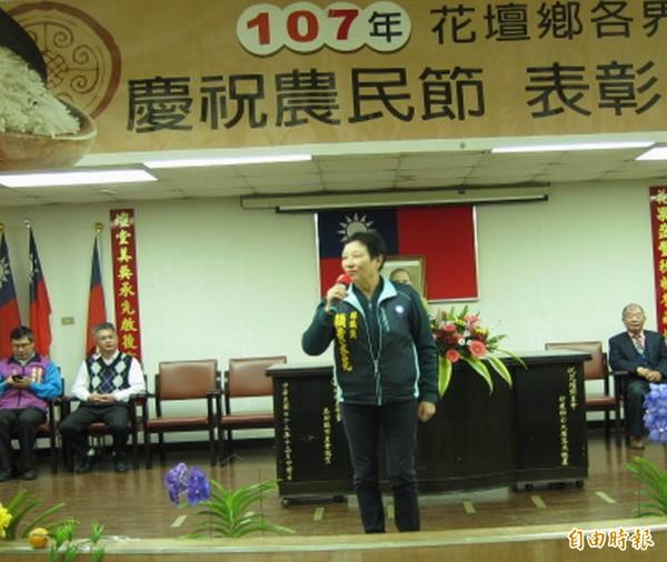 花壇鄉農會今天舉行農民節慶祝大會,縣議員顧黃水花致詞感謝農民的付出。(記者湯世名攝)
