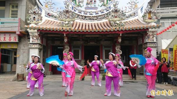 護濟宮的四門車鼓陣將參與麻豆「迎暗藝」活動。(記者楊金城攝)
