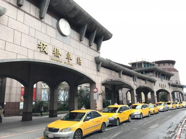 2月11日至20日搭乘計程車,將依春節加收20元。(新北市交通局提供)