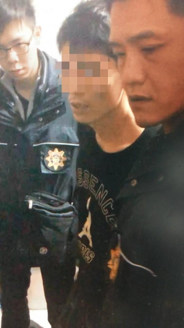 警方今天傍晚逮捕涉嫌殺人逃逸的楊家豪到案。(警方提供)