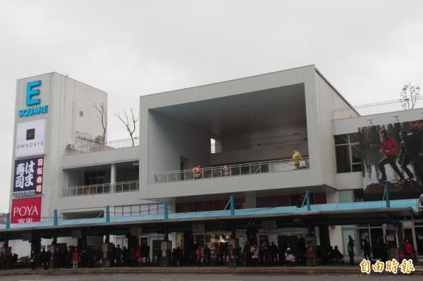 基隆東岸商場有多間知名店家進駐,將於14日小年夜正式開幕。(記者林欣漢攝)