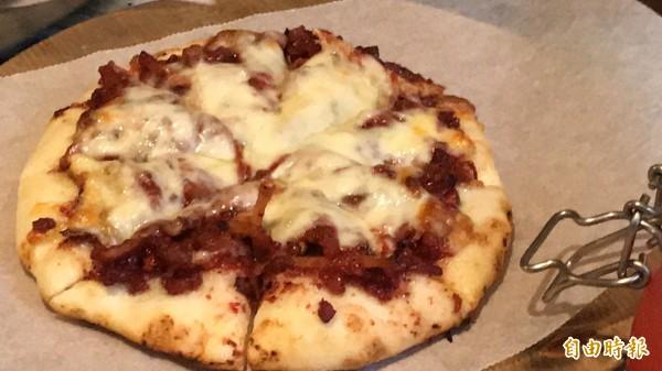 紅糟披薩。(記者黃美珠攝)