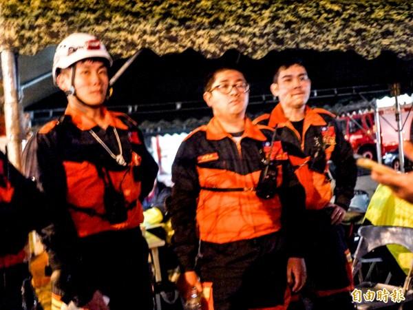 宜蘭消防負責執行最艱困二0一室搜救任務,隊員李宇軒(左一)、江恩澤(中)和詹逸煌(右一)挺進。(記者簡惠茹攝)