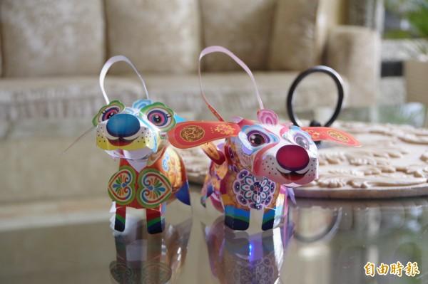 番路鄉名都大飯店為讓住宿遊客感受過節氣氛,燈會期間住宿的遊客可獲得狗年小提燈,燈籠以小狗為造型,外型可愛。(記者曾迺強攝)