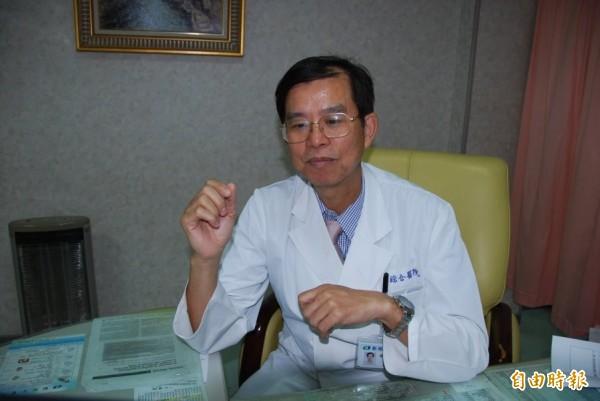 台南市郭綜合醫院婦產部主任李耀泰說,今年2、3月準備上路的口服用藥,可以大幅降低B肝垂直感染。(記者王捷攝)