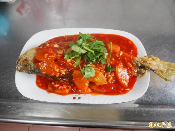 煎過或炸過的魚可變成糖醋魚。(記者陳鳳麗攝)