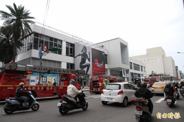明天要開幕的東岸商場今日上午竟傳出火警,幸無人員傷亡。(記者吳昇儒攝)