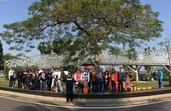 位於嘉義市的國立華南高商,舉辦千人健走淨潭,為家鄉環境努力。(記者林宜樟翻攝)