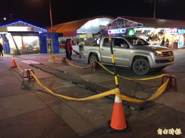 花蓮東大門夜市又受地震影響,不僅街道地板損壞,還停水多日,至今尚未恢復供水。(記者王峻祺攝)