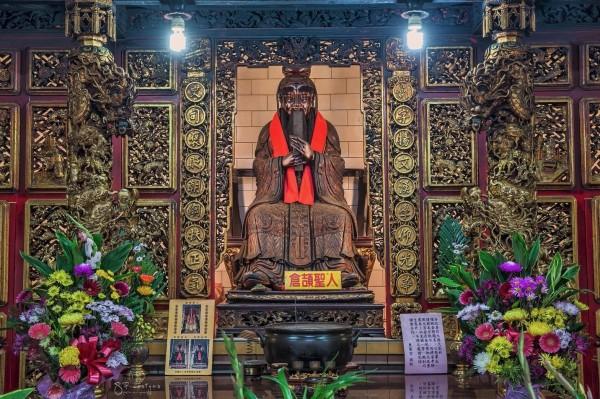 東港東隆宮特有的倉頡聖人像。(東港東隆宮提供)