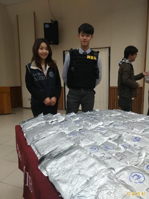 調查官王騰儀(左)與黃廷瑋(右)賣力查緝,黃廷瑋還因緝毒而掛病號,至今仍未康復。(記者吳政峰攝)