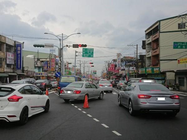 枋寮分局將在文底寮五叉路口祭出調撥車道。(記者陳彥廷翻攝)