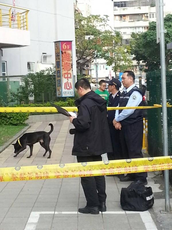 警方前往現場處理。(記者劉慶侯翻攝)