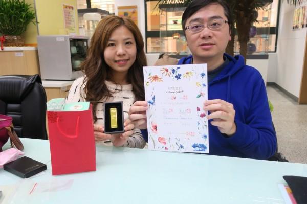 林先生與太太選擇在西洋情人節登記結婚。(新北市民政局提供)
