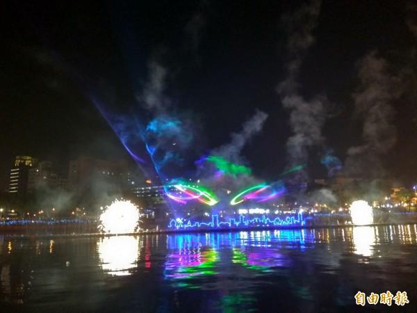 「魔光幻影3D水上劇場」,每晚7點及9點在愛河放映。(記者洪定宏攝)