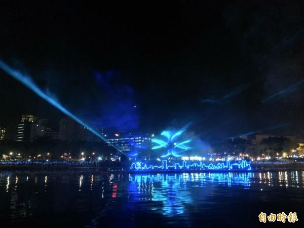 今起至3月3日的燈會期間,每日晚間7點及9點,都可以欣賞到「魔光幻影3D水上劇場」的震撼魅力。(記者洪定宏攝)