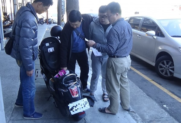 警方逮捕蕭男。(記者張瑞楨翻攝)