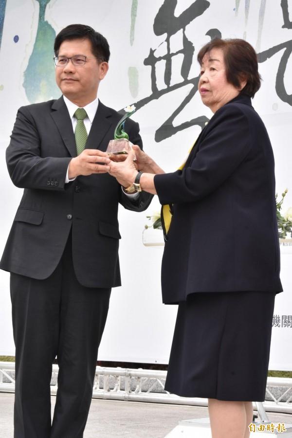 二二八事件中消逝的台灣菁英陳炘之女高陳雙適(右),希望建立自由民主與人權的台灣價值。(記者張瑞楨攝)