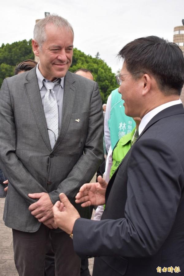 現代直接民主全球論壇主席布魯諾考夫曼(左)認為追思會很有意義。(記者張瑞楨攝)