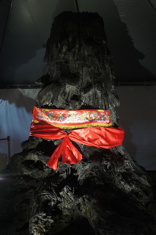 馬公文澳祖師廟元宵特展,以6500年烏木為主。(記者劉禹慶攝)