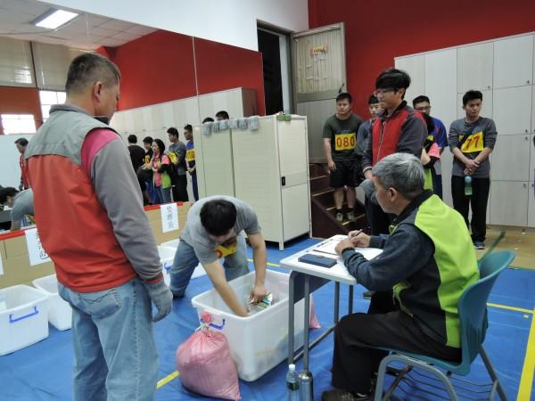 台中市今年再招考300清潔人員,一般類薪水可達3萬3千元。(圖:環保局提供)