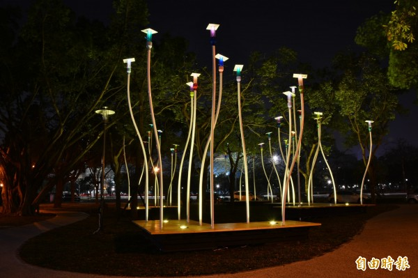 新竹市經國綠園道全長1公里,已成為市民休閒放鬆好去處,市府新增6處地景藝術,不管白天或晚上都是拍照,散步好去處。(記者洪美秀攝)