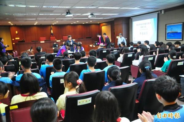 澎湖地方法院率離島法院之先,舉行國民參審模擬法庭。(記者劉禹慶攝)