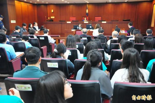 澎湖地方法院國民模擬法庭,邀請馬公國中及馬公高中學子旁聽參加。(記者劉禹慶攝)