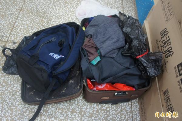 潘姓越南漁工將贓物藏在行李箱,隨時準備離境逃逸。(記者劉禹慶攝)