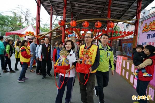 土地公春遊活動祈求風調雨順。(記者江志雄攝)